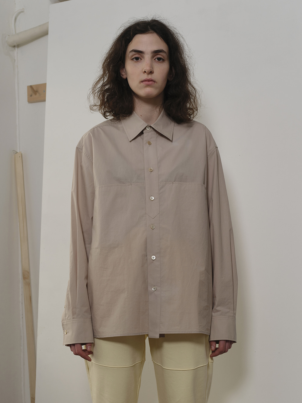 PLACKET DETAIL L/S SHIRT STONE BEIGE